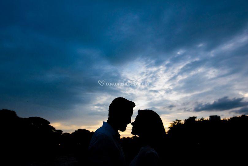 Silhueta dos noivos