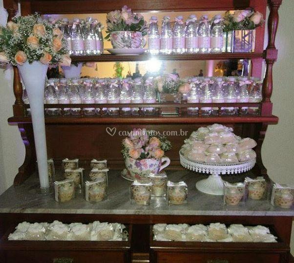Mesa de decoração das lembranças