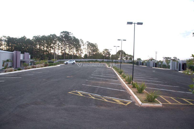 Estacionamento para 200 carros