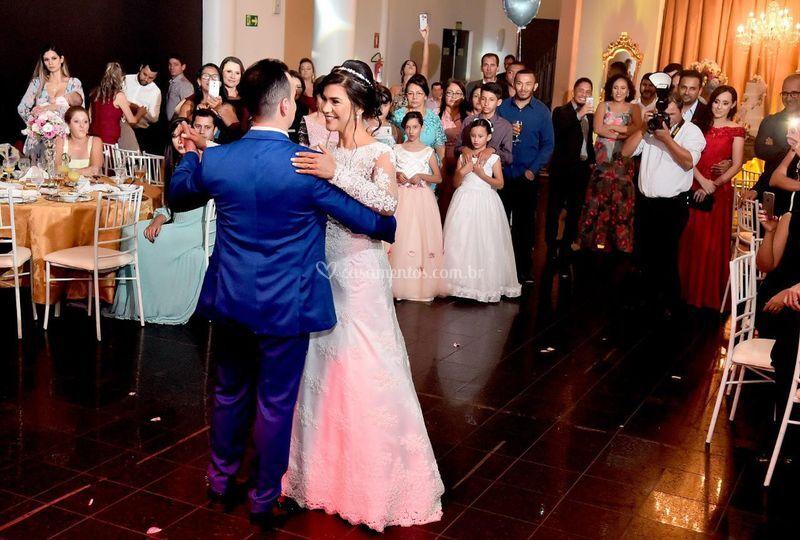 Dança linda dos noivos