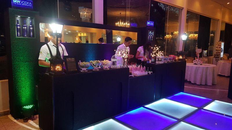 Bar com piso de vidro