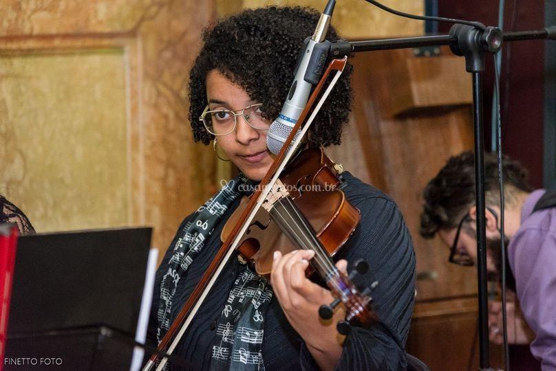 Raquel no Violino