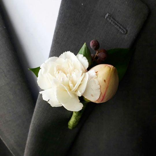 Lapela com botão Garden rose