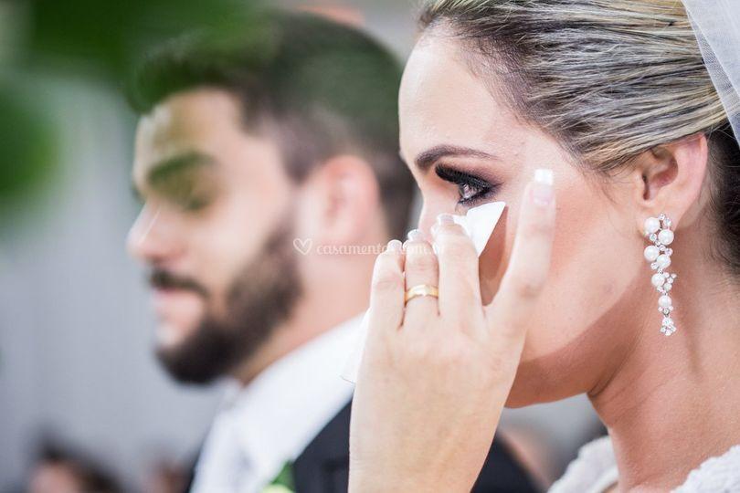 Noiva emocionada