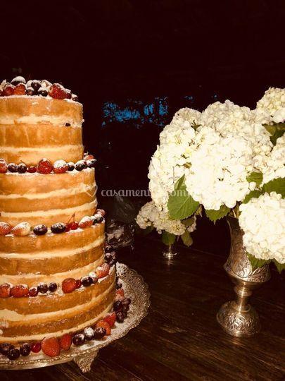 Naked cake com frutas importad