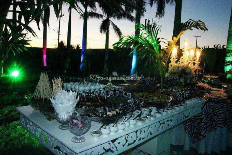 Delicioso buffet e belas decorações