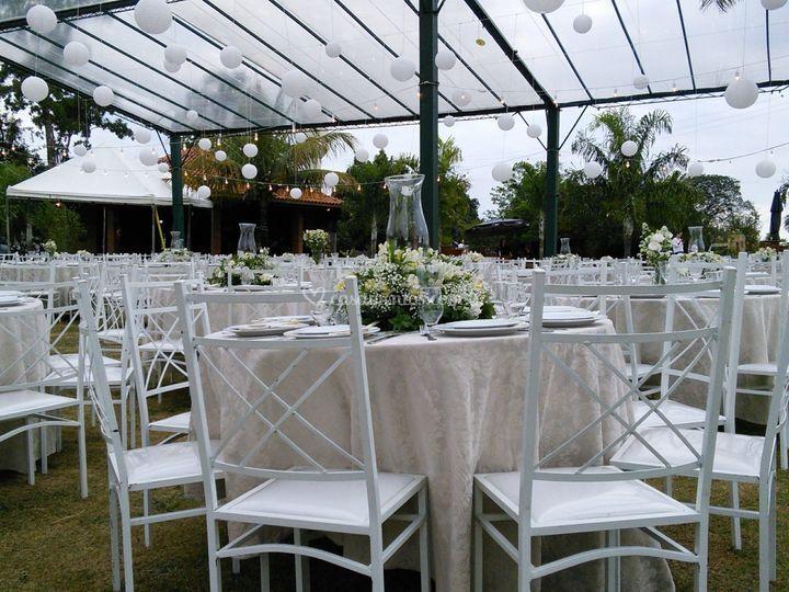 A tenda cristal e as mesas
