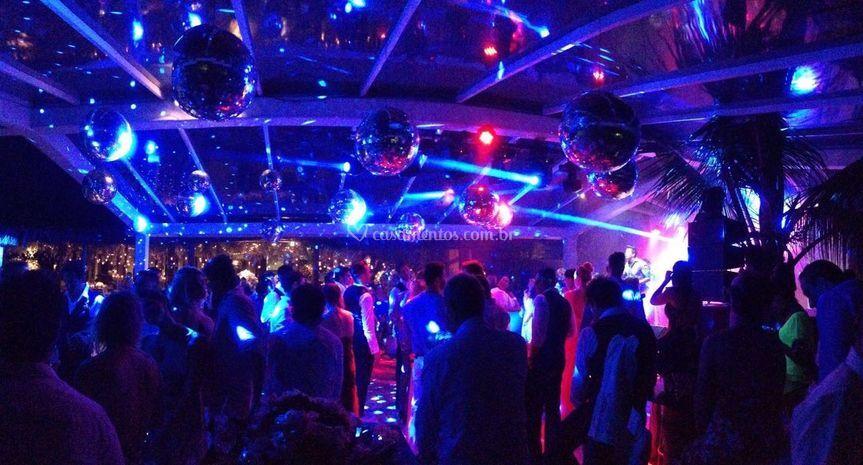Pista de dança de Ricarsom Sonorização e Iluminação Profissional
