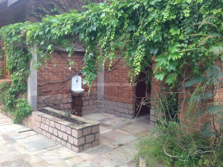 Área externa, banheiros