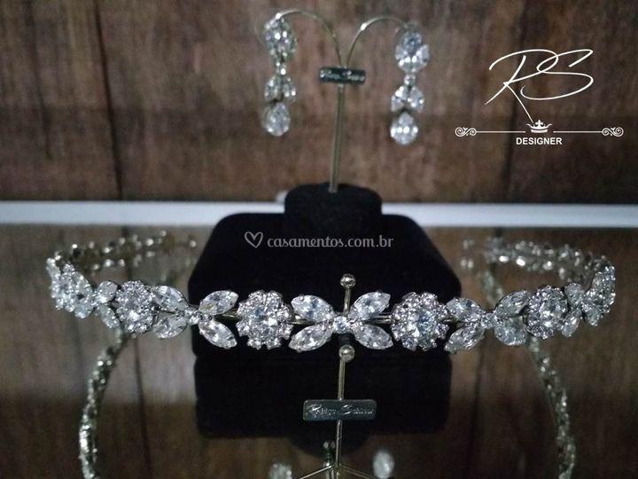 Tiara em Diamante Hibrido