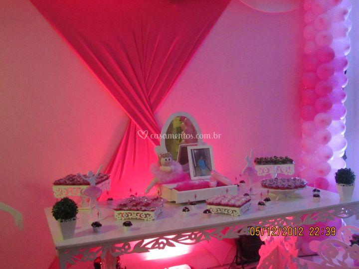 Salão e mesa de bolo