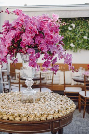 Detalhe mesa com bem-casados