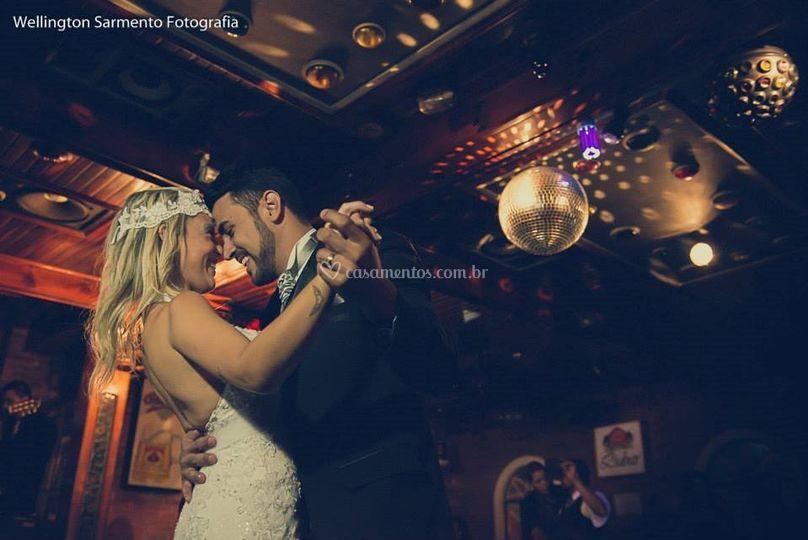 Casal na Pista de Dança