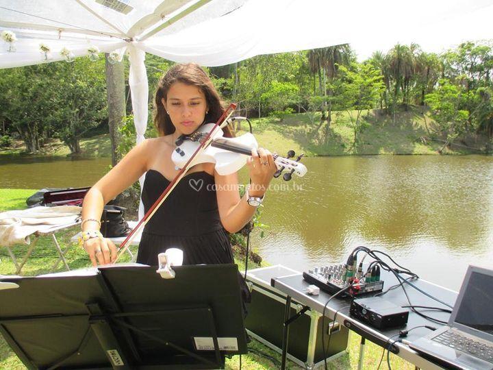 Vanessa belúcio violinista