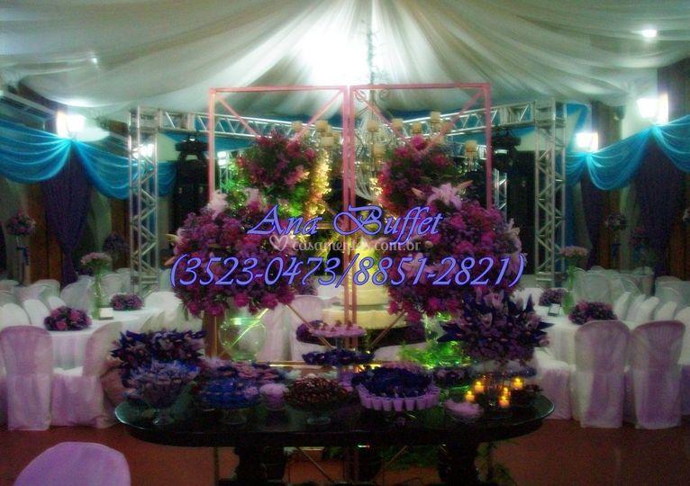 Mesa de doces púrpura