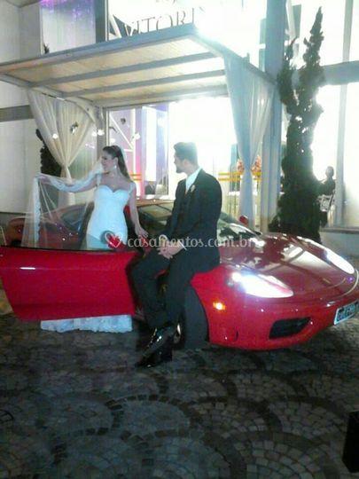 A Ferrari é o carro do noivo