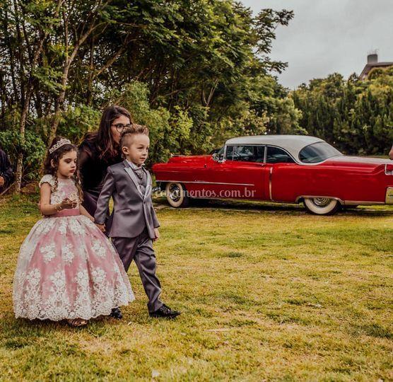 Cadillac De Ville e daminhas