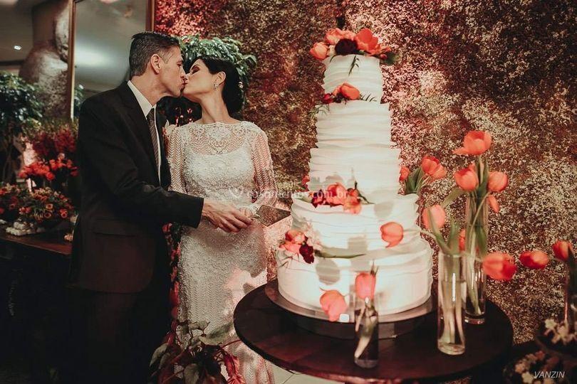 Foto com bolo de casamento