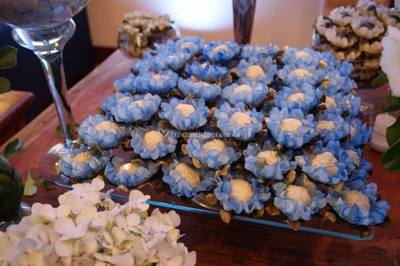 Forminhas de flores azuis