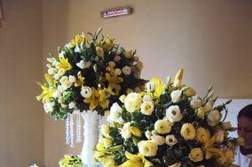 Lírio amarelo e rosas
