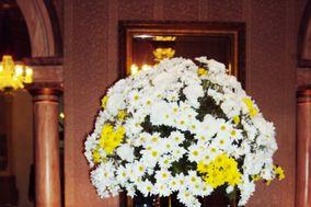Mesa de doces com flor campo