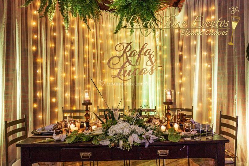 Mesa noivos personalizada