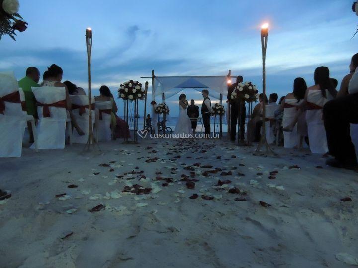 Casamento de frente pro mar