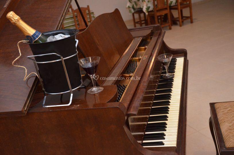 Detalhe piano salão casablanca