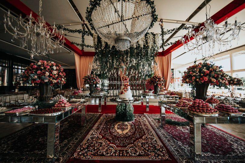 Mesa de bolo casamento lustre