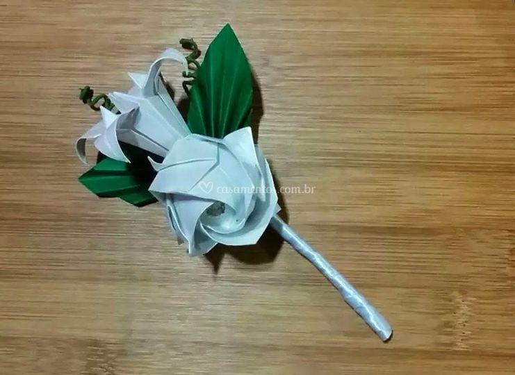 Flor lirio lapela noivo