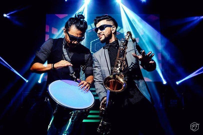 Yex Live - Percussão e Sax