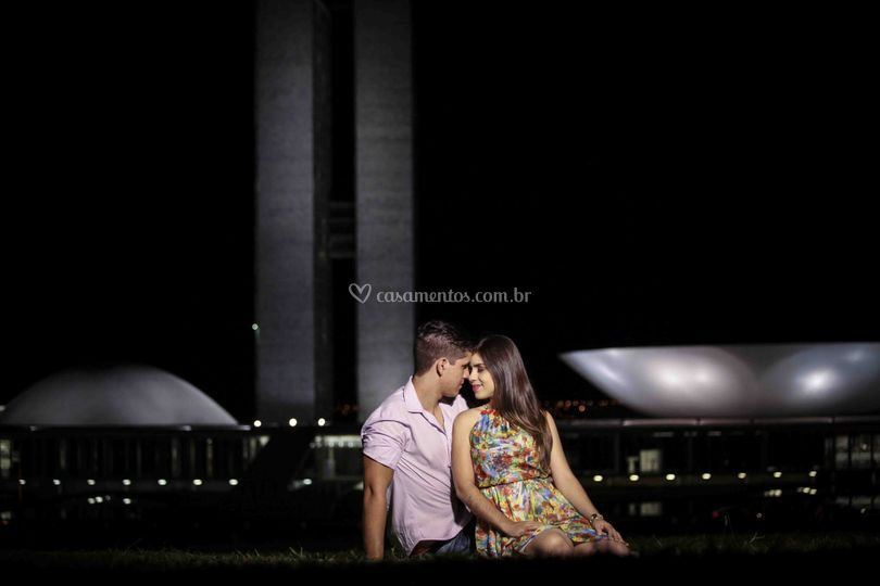 Casal em frente ao Congresso