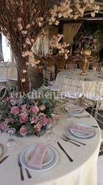 Mesa montada com decoração