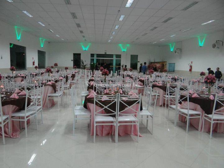 Salão social interno decorado