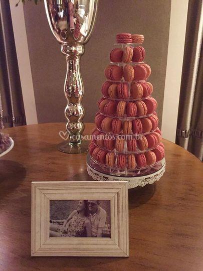 Torre de macarons em casamento