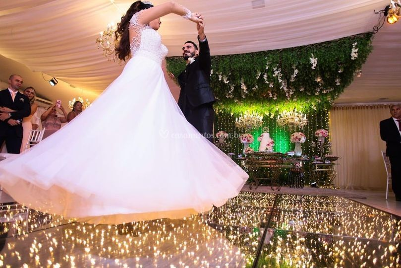 Dança do casal sobre a pista