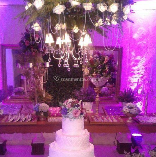 Mesa de doces tons rosa e lila