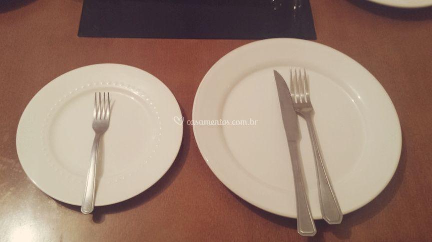 Pratos e talhes refeição e sob