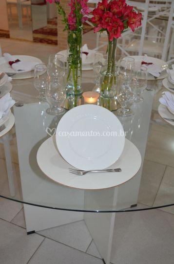 Prato sobre mesa