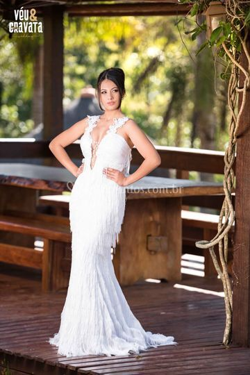 Linda noiva em vestido R.A.