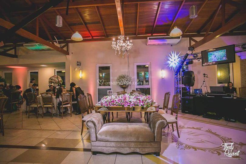 Mesa dos noivos e pista