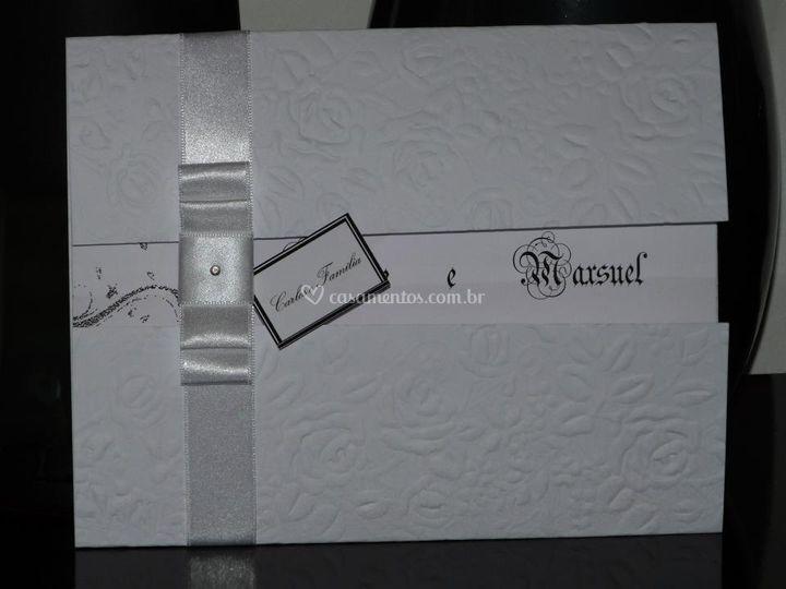 Convite papel alto relevo