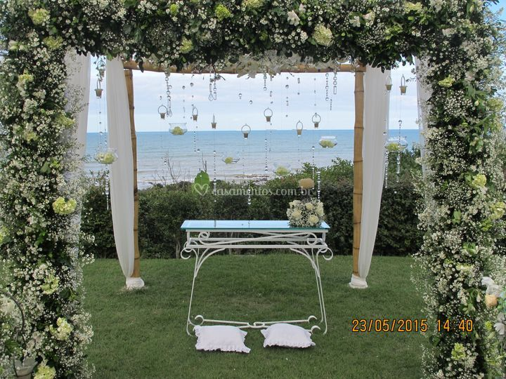 Altar de frente para o mar