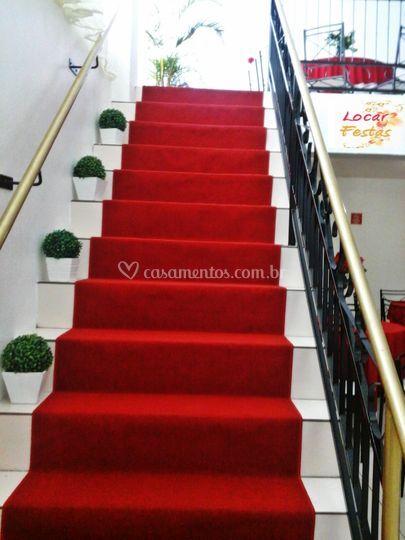 Escada com tapete