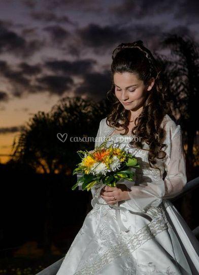 Vestido de noiva e buquê