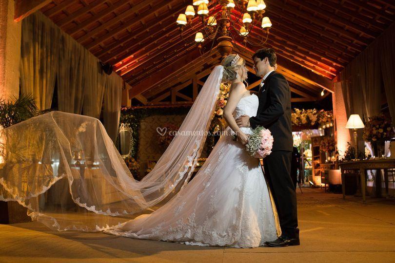 Véu da noiva voando