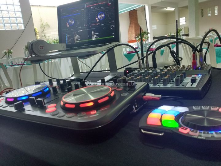 Mesa DJ Rapel