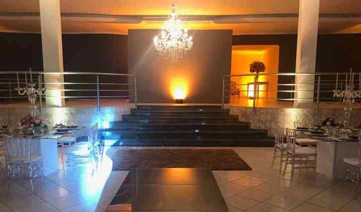 Escada do hall para o salão