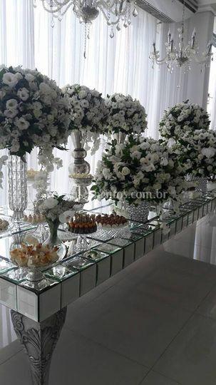 Mesa do bolo espelhada