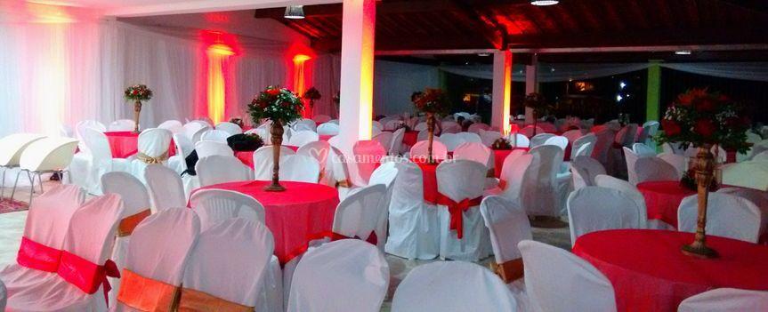 Decoração em vermelho e branco